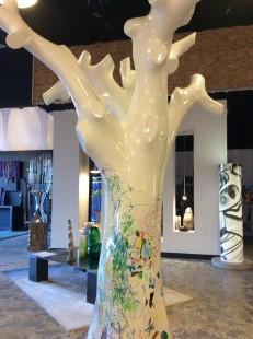 les filles en espadrilles decouvrent une nouvelle boutique de décoration à biarritz l'original sur le boulevard du bab