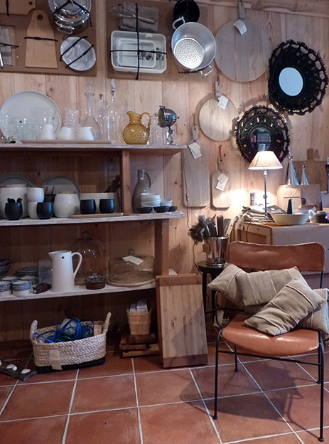 Changement de décor avec un tout nouvel espace encore plus grand pour accueillir les beaux objets de maison savamment et amoureusement choisis par alix